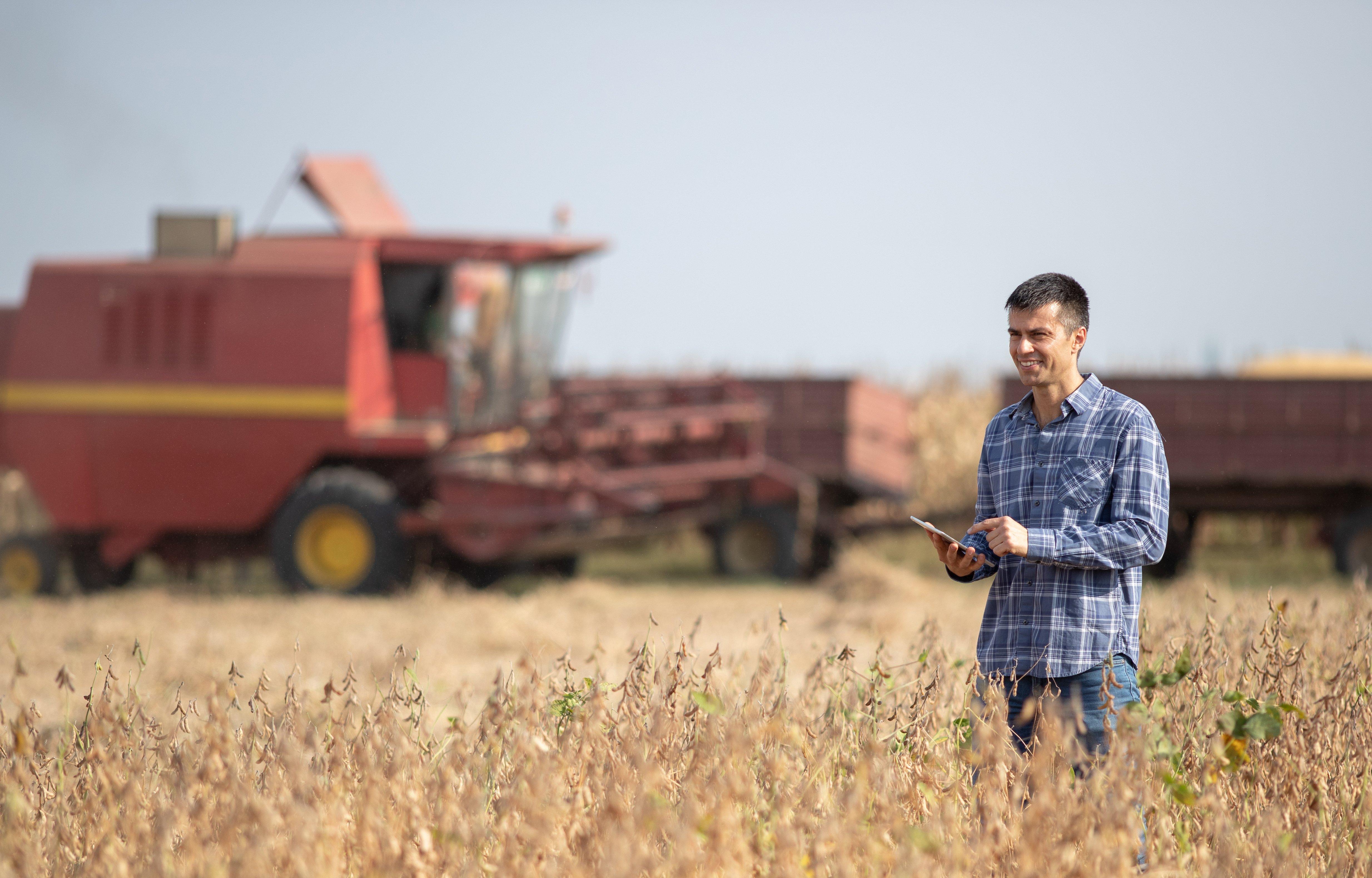 Fazendeiro - tablet - agricultura digital